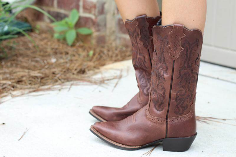 Stilettos and Diapers: Country Outfitters Boots and Shorts