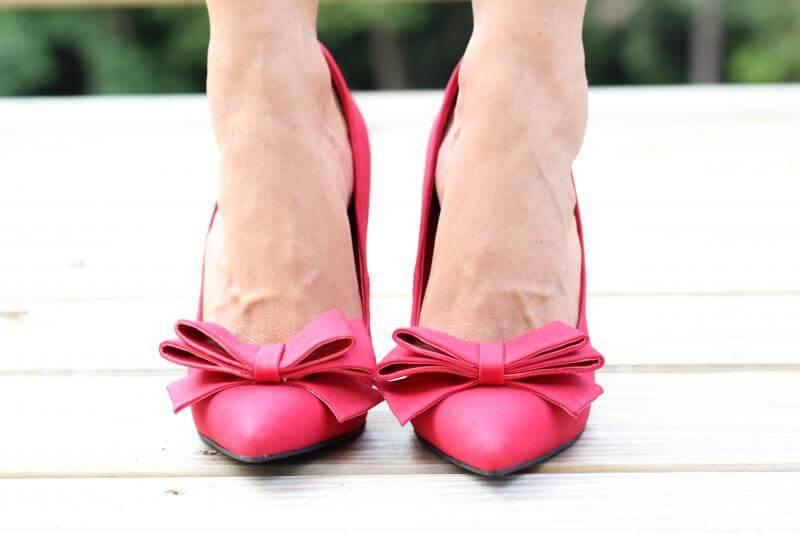 Stilettos and Diapers: Wifey tee, JustFab Federica heels