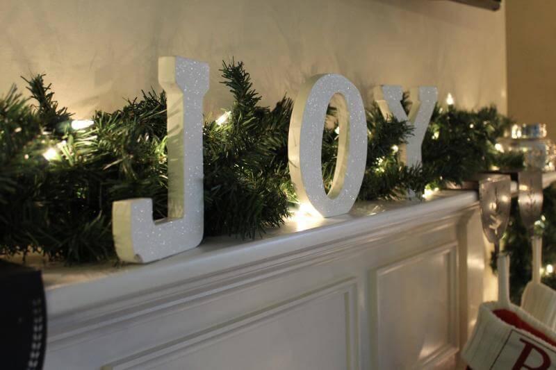 Christmas decor via Stilettos and Diapers
