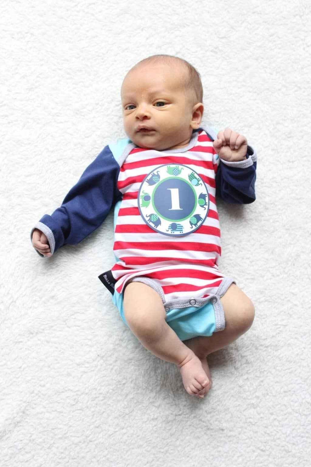 Baby Update: 1 month old, sticker onesie
