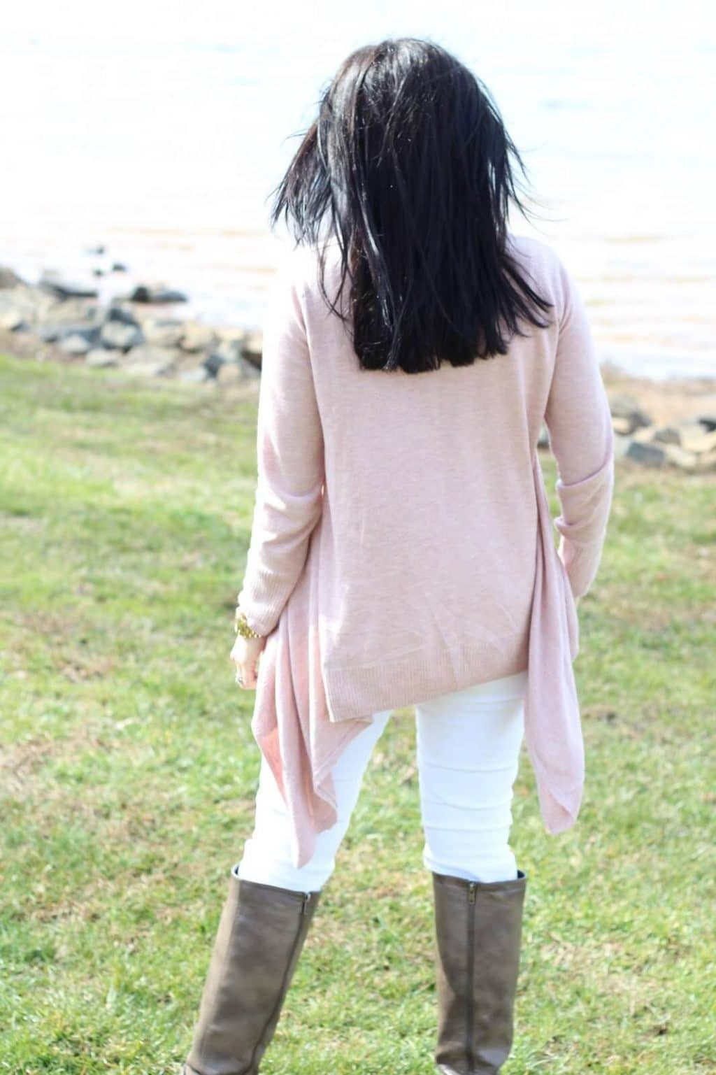 Lake Norman, Pink sweater, white jeans with boots