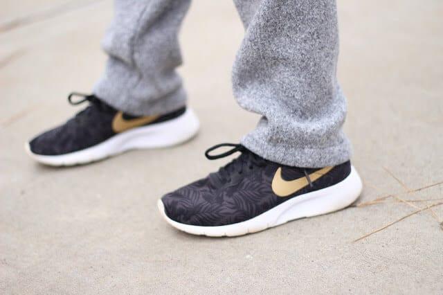 Nike Tanjun Boys black and gold