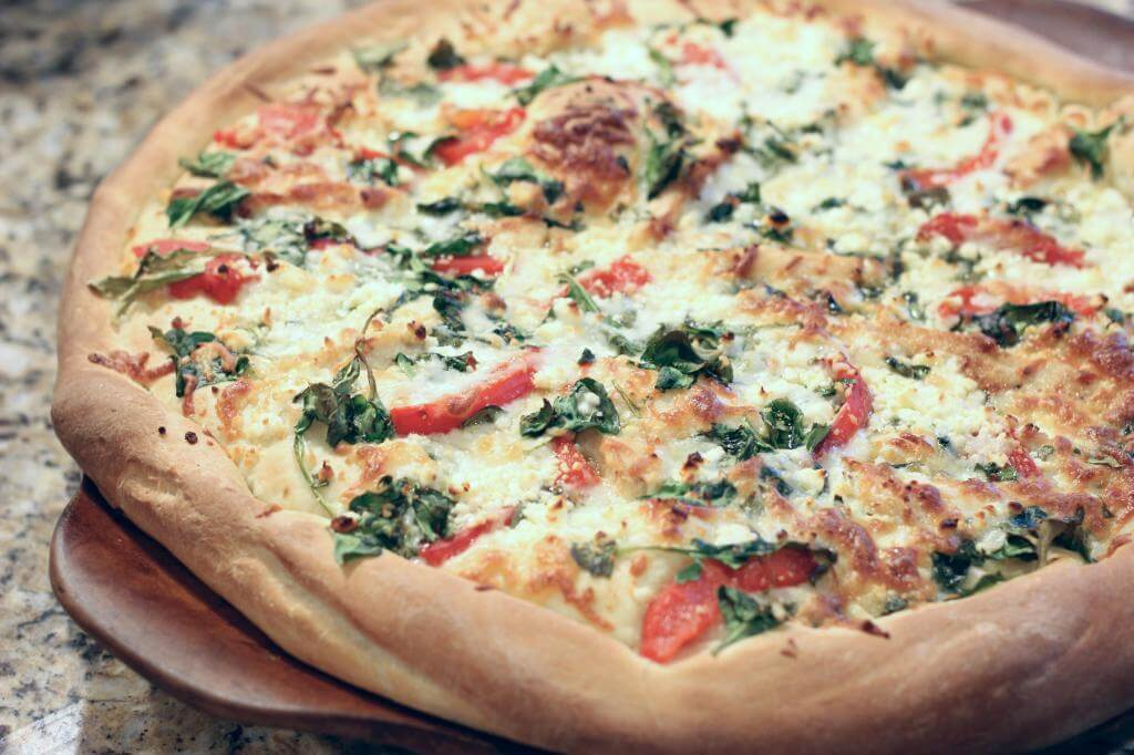 Spinach, Feta and Roasted Red Pepper Pizza via Stilettos and Diaper