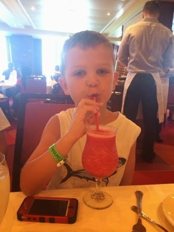 Tips for Cruising with children: what to book, pack, eat and more! www.stilettosanddiapers.com