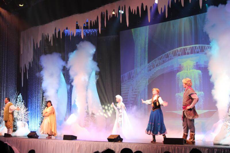 Stilettos and Diapers: Disney World, Frozen Sing a Long
