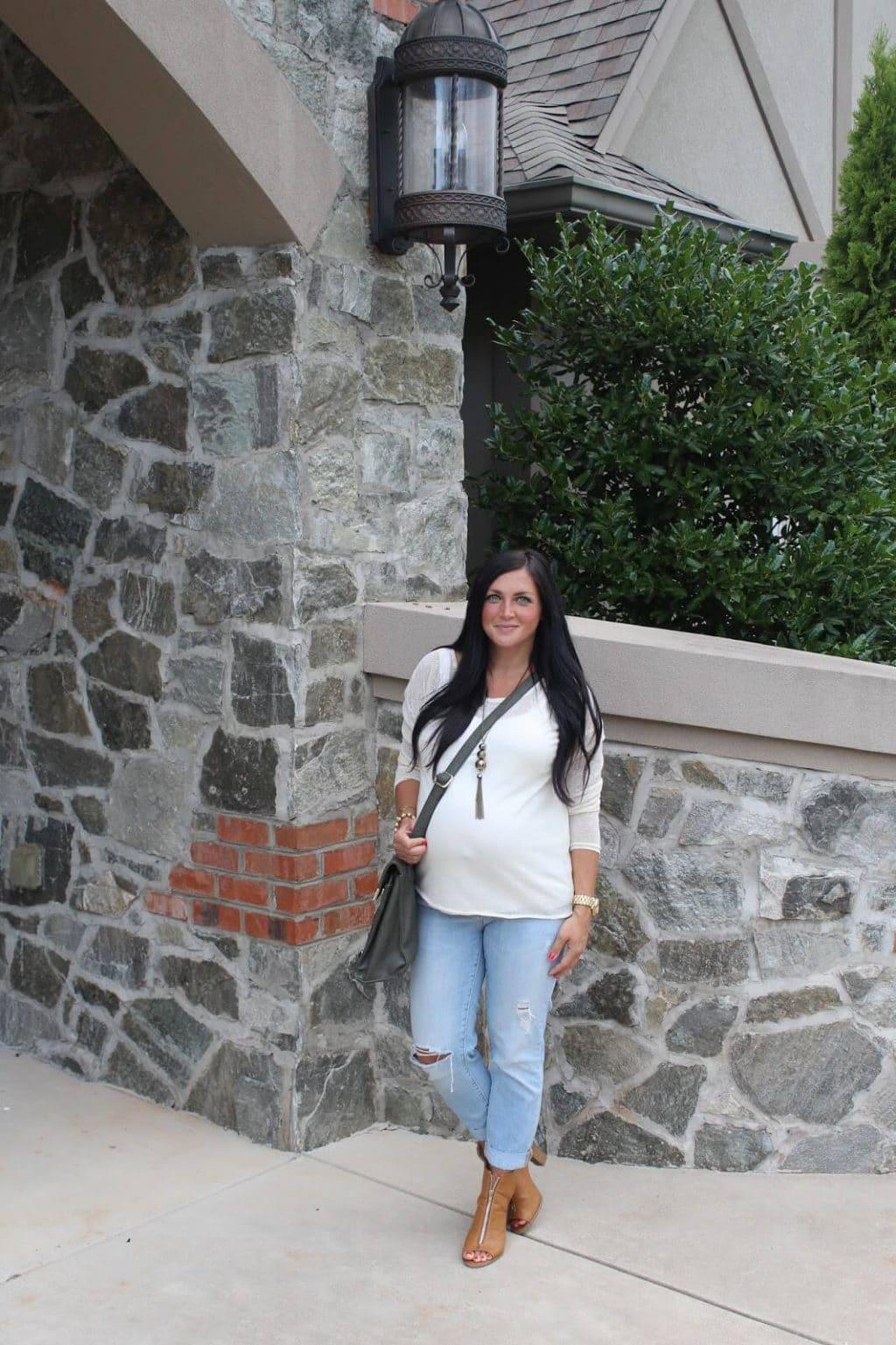37 weeks pregnant, boyfriend jeans and heels