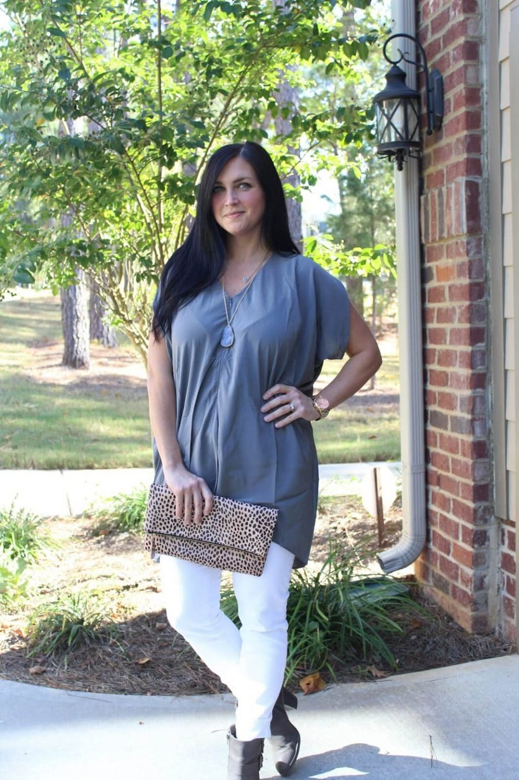 White jeans, grey tunic, leopard folder clutch, nursing friendly