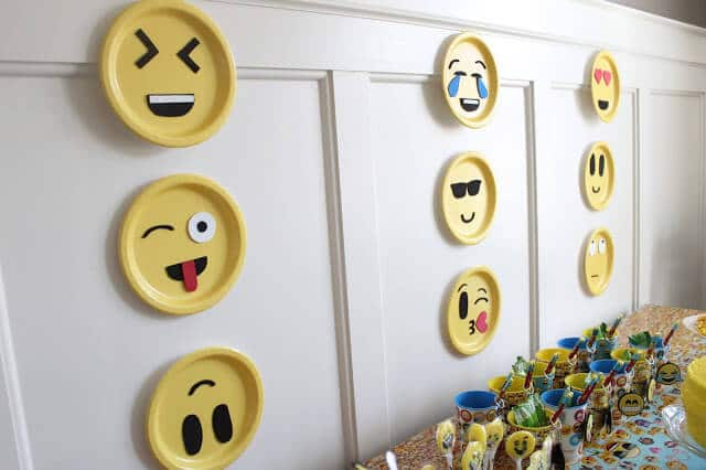 Easy emoji decorations, DIY
