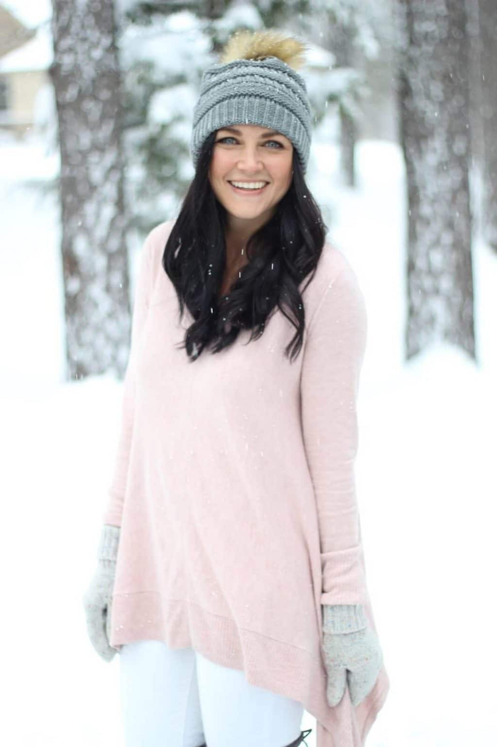 Light pink sweater with white jeans in the winter