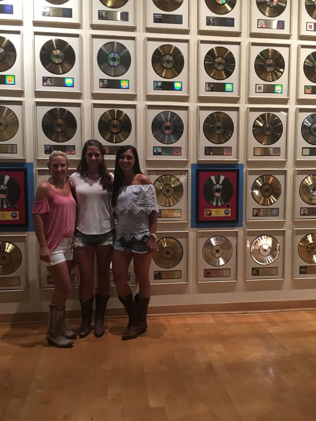 Girls Nashville Trip Country Music Hall of Fame