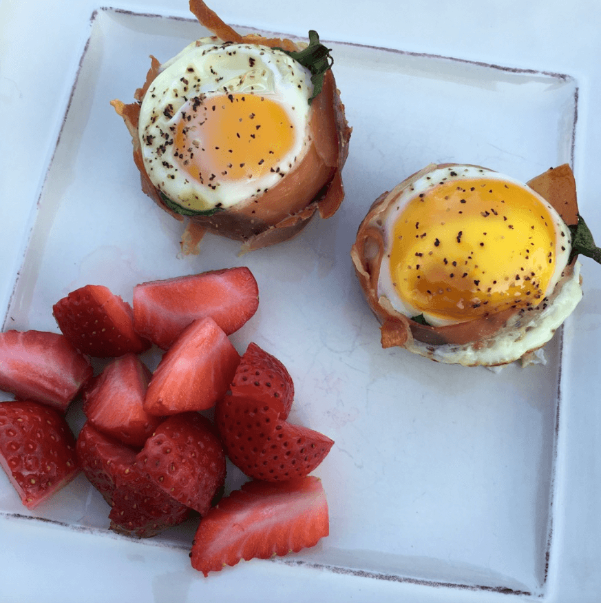 Prosciutto Egg Cups are a perfect, make ahead, Whole30 breakfast! via Stilettos and Diapers