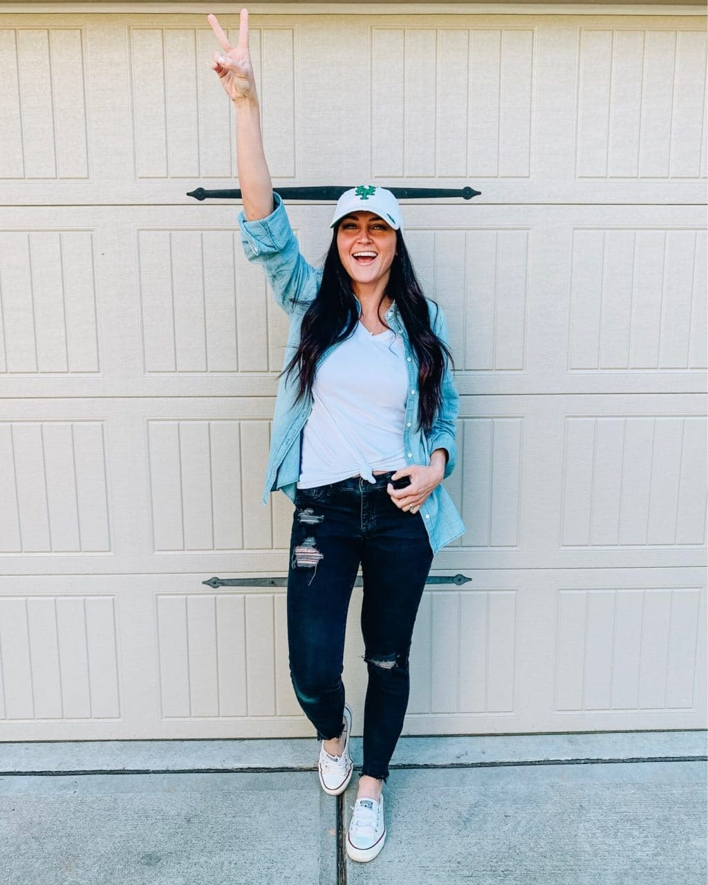 Baseball style, Mom style, Chambray shirt, black distressed denim with converse, Amazon find, Spring style, Stilettos and Diapers