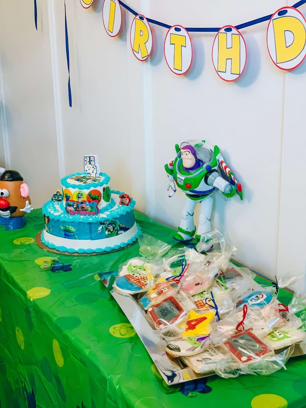 Toy Story 4 Party, Easy Birthday Party, Toy Story 4 Favor ideas, Stilettos and Diapers