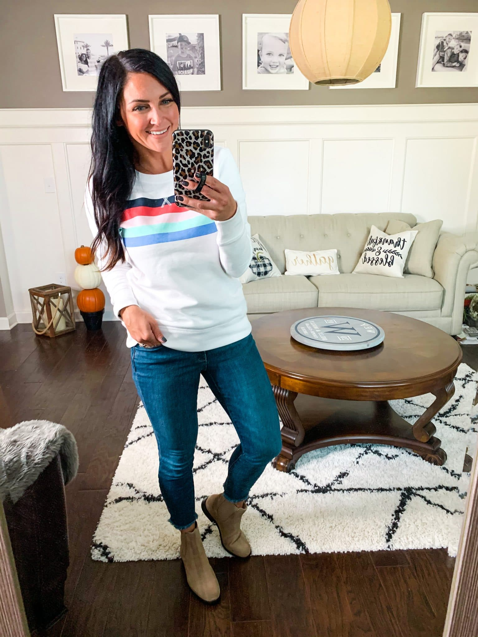 Easy Sweatshirt, Fall Amazon Finds, Fall Clothing Style, Stilettos and Diapers